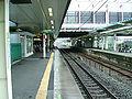 JREast-Yokohama-line-Kozukue-station-platform.jpg