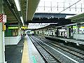 JREast-Yokohama-line-Nakayama-station-platform.jpg