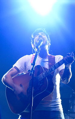 Jacob Hoggard in performance (2008).jpg