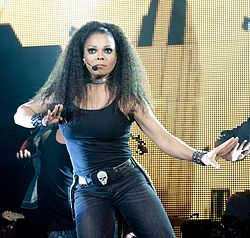 Janet durante il tour Number Ones del 2011