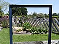 Jardins Rocambole, Corps-Nuds, France, 7-2019, cadre recyclé et motif d'écriture en fil de fer en jardin potager.jpg