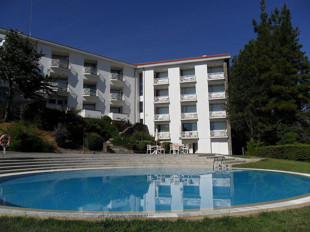 File jardins e piscina da pousada de bragan for Piscinas de jardin