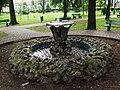 Jaworzno - fontanna w parku miejskim.jpg