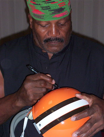 English: Jim Brown at autograph show in Los An...