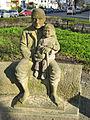 Jugendplatz (Berlin-Siemensstadt) Großvater mit Kind.jpg