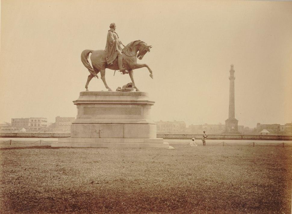 KITLV 91934 - Samuel Bourne - Lord Hardinge sculpture and monument Ochterlony at Calcutta in India - Around 1860-1870