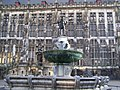 Karlsbrunnen und Rathaus - panoramio.jpg