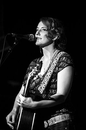 English: Kathleen Edwards performing at the Po...