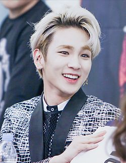 Key at the fansign of Toheart in Yeouido 01.jpg