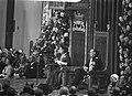 Koningin Juliana leest de troonrede voor in de Ridderzaal rechts prins Bernhard, Bestanddeelnr 924-9553.jpg