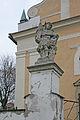 Kostel sv. Václava (Chotusice) sochy u vchodu1.JPG