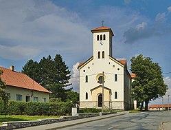 Kostel svatých Cyrila a Metoděje, Molenburk, Vysočany, okres Blansko (cropped).jpg