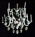 Kronleuchter aus Meißner Porzellan früher in Schloss Marienburg.jpg