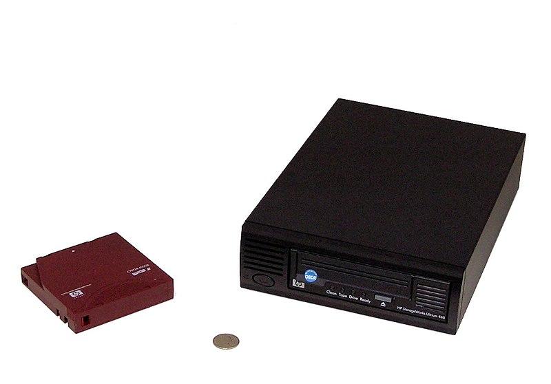800px-LTODriveWithTape.jpg