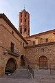 La Mata de los Olmos, Iglesia de San Bartolomé y Ayuntamiento.jpg