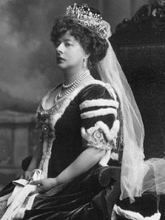 Augustus Bampfylde, 2nd Baron Poltimore - Lady Poltimore wearing her peeress robes and the Poltimore Tiara