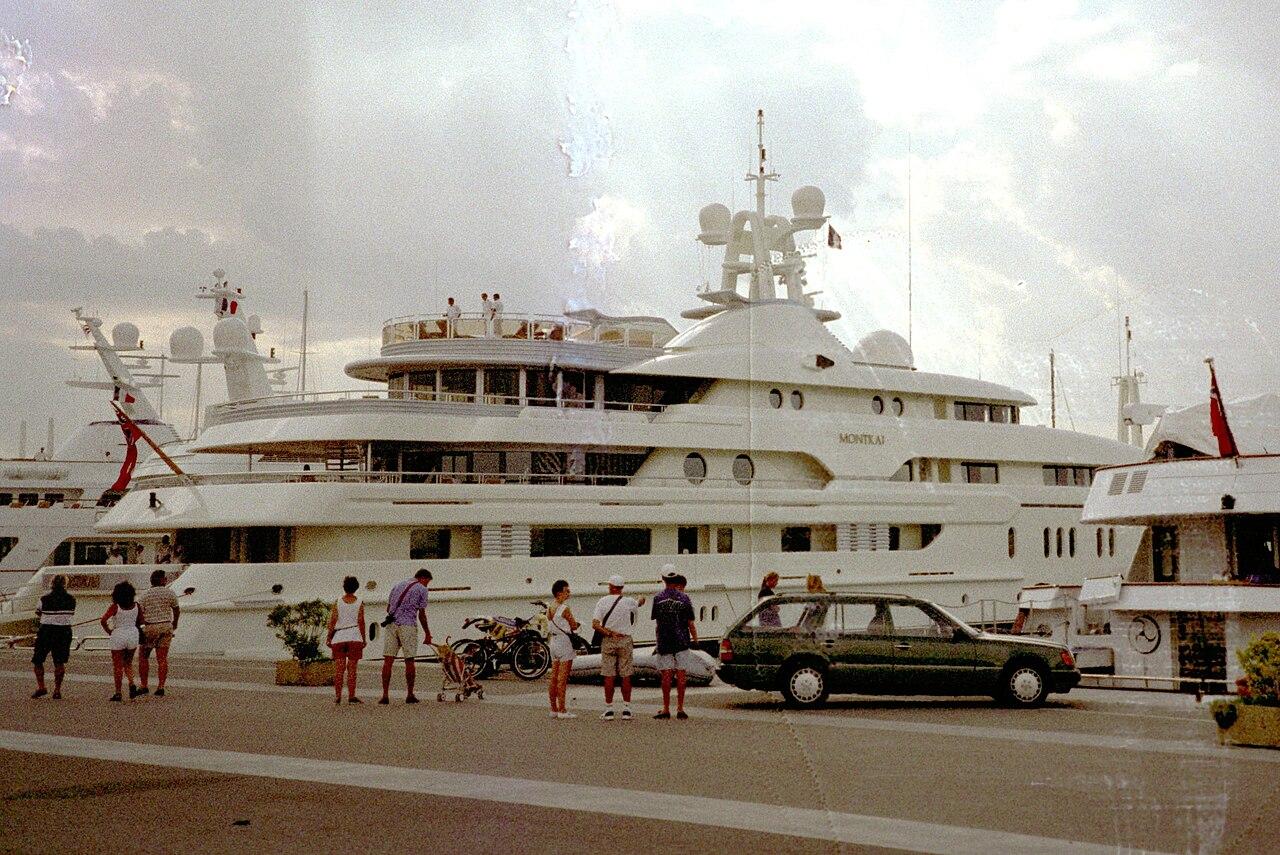 file le yacht de luxe montkaj jpg wikimedia commons. Black Bedroom Furniture Sets. Home Design Ideas