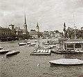 Limmat folyó a Quaibrücke-ről nézve, szemben a Fraumünster (Asszonyok katedrálisa) és a Szent Péter templom tornya. Fortepan 83887.jpg
