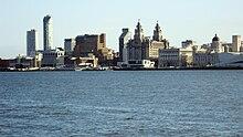 Rigardo de Mersey al la centro de Liverpool