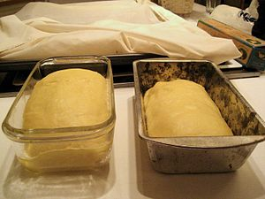 Bread pan. Deutsch: Backform.
