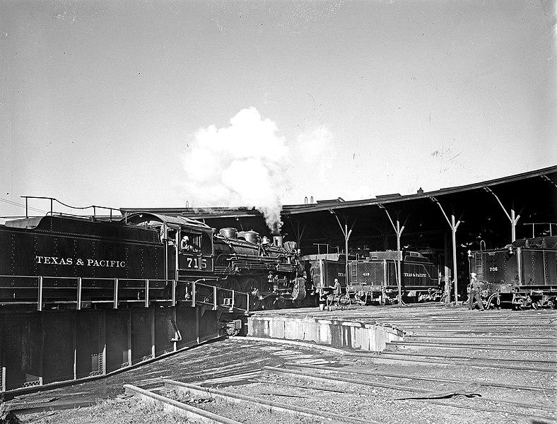 File:Locomotive 715 on Turntable, Tenders, Texas and ... Pacific Railway Company