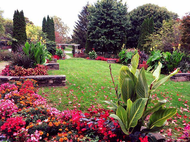File:London Peace Garden, London, Ontario (21202244994).jpg ...