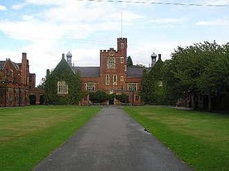 Loughborough Grammar School - The main quadrangle and Big School