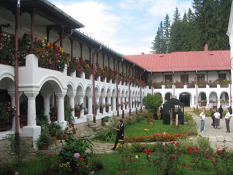 File:Mănăstirea Agapia28.jpg