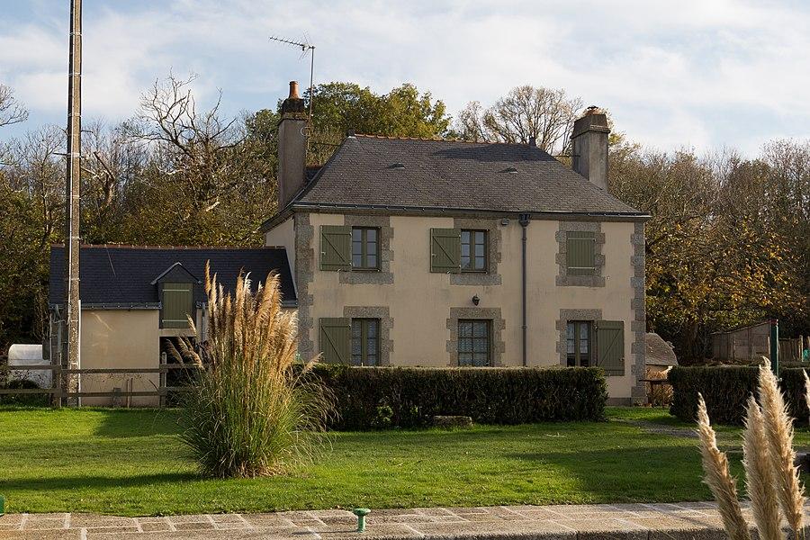 Maison éclusière de l'écluse du Bellion sur le canal de Nantes à Brest.