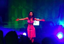 Marina and the Diamonds durante un concerto del