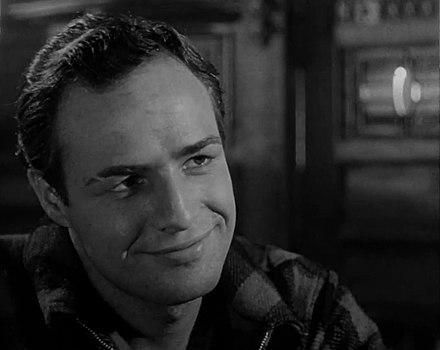 Agosto 26, 1960 Marlon Brando indossa in pelle giacca