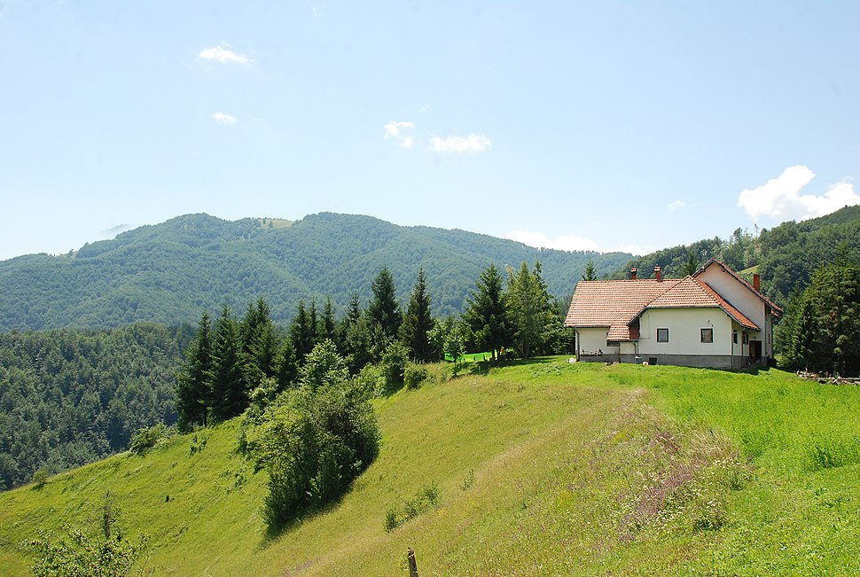 Medvednik - zapadna Srbija - selo Rebelj - Planinarski dom na Medvedniku