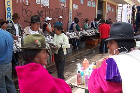 Mercado dominical en Colta 04.jpg