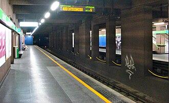 Caiazzo (Milan Metro) - Image: Milano staz Caiazzo M2