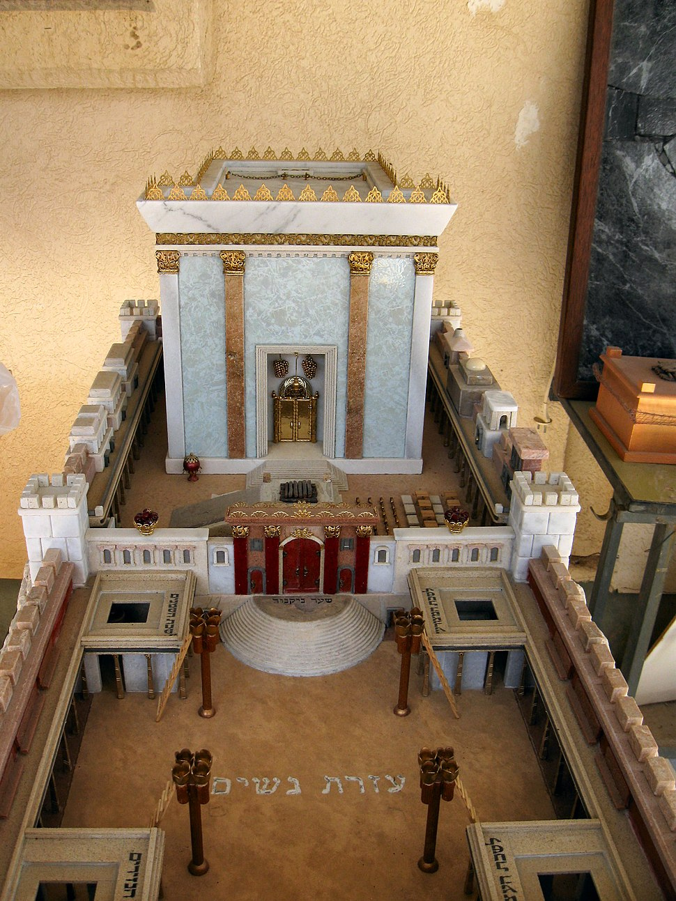 Model of Second Temple made by Michael Osnis from Kedumim 3