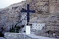 Monastère Saint-George avec croix de chemin.jpg