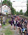 Nádraží Heřmaničky, v den pochodu 2011, nástupiště.jpg