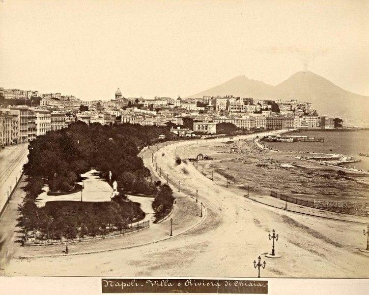 File:Napoli, Via Caracciolo e colmata.jpg