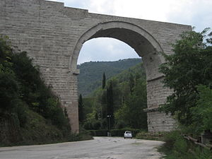 Ponte d'Augusto (Narni) - The remaining arch of the Ponte d'Augusto