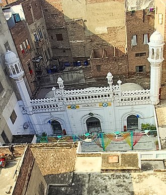 Lahore - Built in 1460, Neevin Mosque is one few remaining pre-Mughal structures in Lahore. The mosque is notable for its unusual foundation 25 feet below street level.
