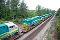 New GE locomotives transported on flat cars for export • 08.jpg
