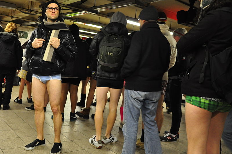 Kuriose Feiertage: No Pants Subway Ride 2012 - (c) 2010 tightie bluies (http://flickr.com/people/41138825@N00)