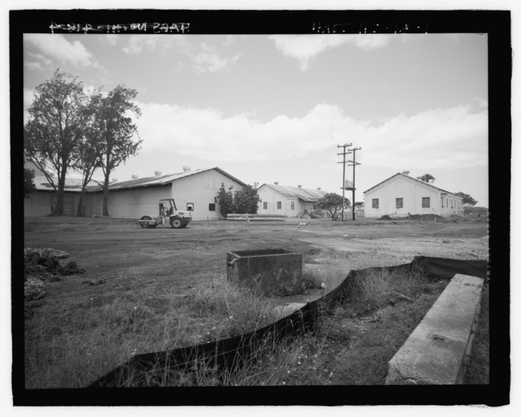 File:Oblique view showing west gable end and north side of main wing, Facility Nos. 170 and 171 in background - U.S. Naval Base, Pearl Harbor, Naval Air Base Temporary Storehouse, Avoget HABS HI-418-4.tif