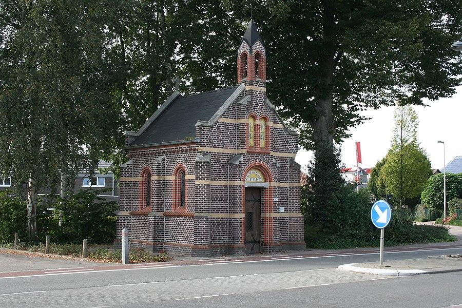 De Onze-Lieve-Vrouw van Lourdeskapel is een kapel gelegen in het dorp Molenbeersel.