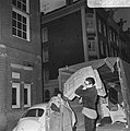 Opdracht Volkskrant. Leger des Heils slaat meubilair van bezetters Sarphatistraa, Bestanddeelnr 923-3947.jpg