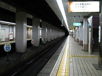 Ogimachi Station (Osaka) - Ogimachi Station platform, April 2008