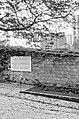 Père-Lachaise, mur des fédérés à l'automne.jpg