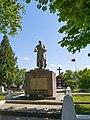 P1600602 Братська могила воїнів Радянської армії, пам'ятний знак воїнам-землякам.jpg