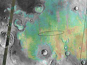 Aufnahme von Meridiani Planum.Die Hämatitvorkommen sind farblich markiert worden.Die Ellipse bezeichnet das Landegebiet der Sonde Opportunity