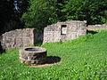 Palas und Zisterne der Ruine Mandelberg.jpg